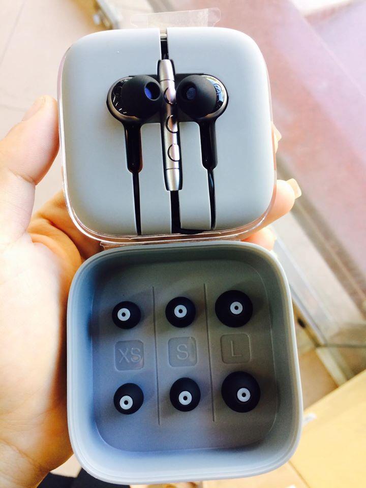 Xiaomi Mi Pro HD (1st and top earphone in pakistan in 5000rs)-whaddafudge